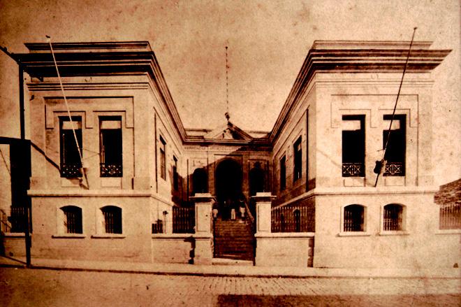 Prédio da antiga Associação Artística e Literária de Taubaté, onde funcionou o Estadão em seus primeiros anos. Atualmente abriga do Departamento de Ciências Sociais e Letras da Unitau