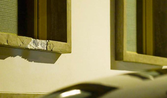 Em um dos restauros dos edifícios derrubados durante a enchente em São Luiz do Paraitinga, os construtores substituem o material original por isopor. (Folha de São Paulo)