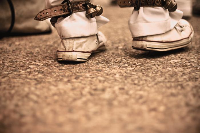 Guizo nos pés do Mestre Paizinho. (Foto: Angelo Rubim/Almanaque Urupês)