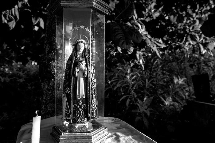Imagem de Nossa Senhora da Agonia no ponto inicial da peregrinação, na Oficina do Reinaldo (Angelo Rubim/Almanaque Urupês)