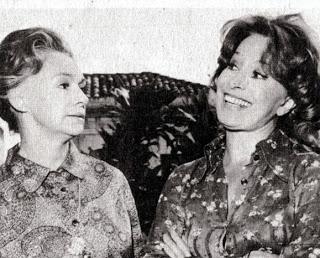 Lia de Aguiar com Cleyde Yáconis em Ovelha Negra (TV Tupi, 1975), novela de Walter Negrão . Imagem: http://astrosemrevista.blogspot.com.br/
