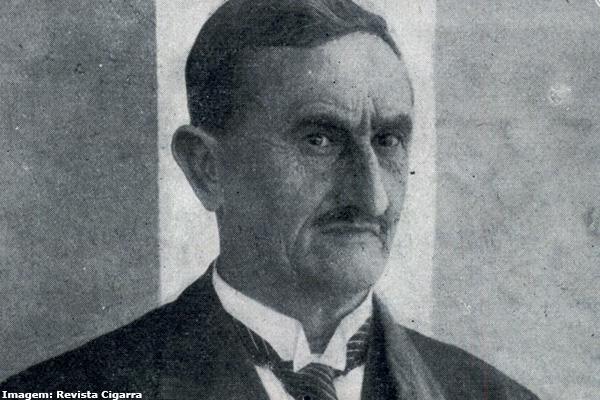 Felix Guisard sendo recebido em Taubaté após chegar da Inglaterra.