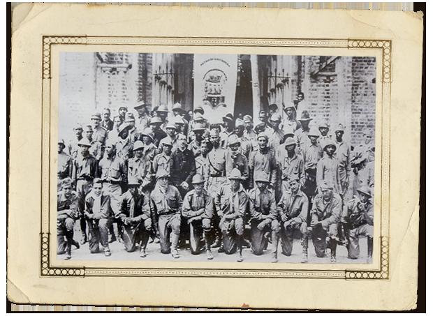 Batalhão Jacques Felix diante da Igreja de Santa Teresinha. (Acervo Maria Morgado de Abreu)